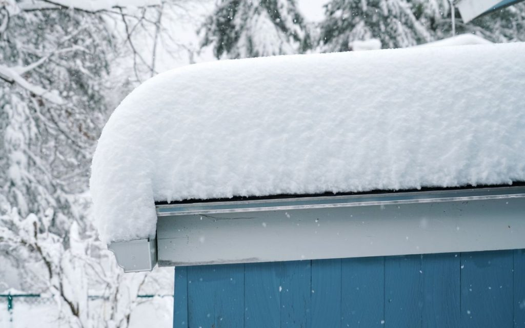 Heavy snow on a roof